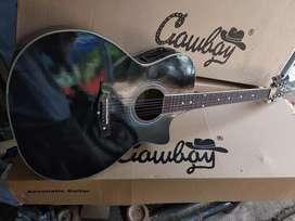Gitar akustik elektrik Taylor hitam