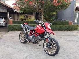 Ducati hypermotard 796 thn 2011 aksesoris mahal tidak ada PR siap gas