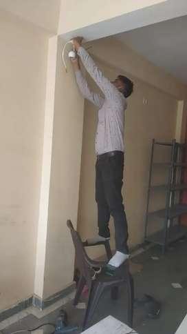 CCTV कैमरे की फिटिंग के लिए लड़को की जरूरत है जिसे बिजली का काम आता हो