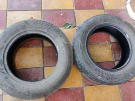 Two tubeless tires of Innova