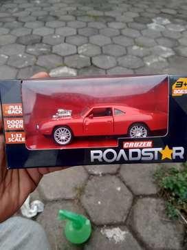 Die cast muscle car merah