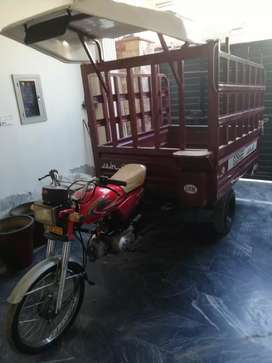 United 100 cc Loader Rickshaw (Very good condition)