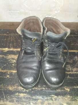Sepatu Pakalolo