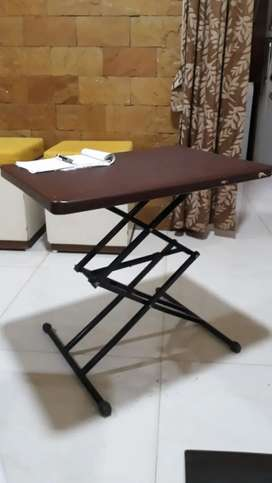 Height adjustable folding table (pack piece direct selling)