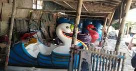 sepeda air bebek jumbo,bebek air gede,wahana air murah,perahu angsa