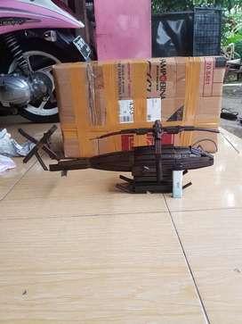 Barang antik pesawat helikopter pajangan