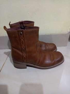 Sepatu kulit wrangler