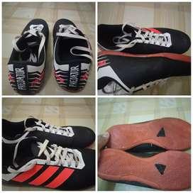 sepatu futsal merk Adidas