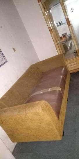 Sofa panjang pendek..