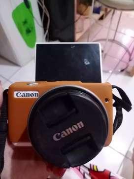 Camera Canon Mirrorles M10 mulus murah