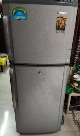Samsung double door fridge 4000