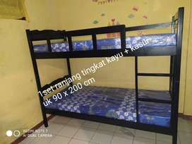 1 set ranjang tingkat kayu + kasur busa 90 x 200 cm