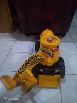 Mainan traktor anak anak