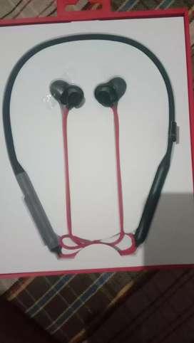 One plus earphone 10 min charge 10 hours