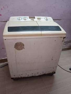 LG Semi-Automatic Washing Machine, Working properly, working condition