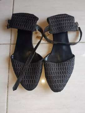 Sepatu sendal size 39