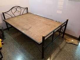 Bed 4' x 6' metal
