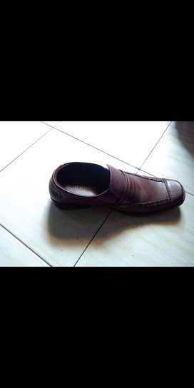 Sepatu pantopel louiz antonie