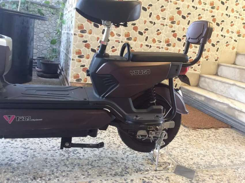 Electric Chinese scooty 0