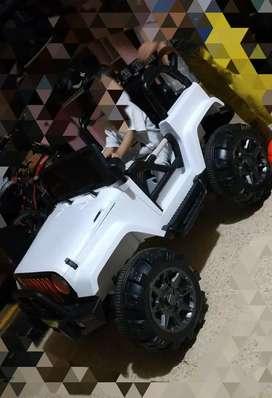 Jeep Rubicon Lisensi ME-905 Mainan Mobil Aki