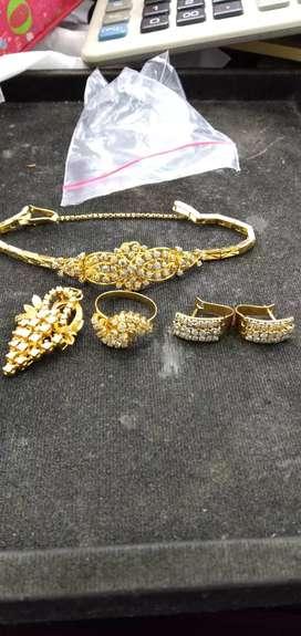 Terima jual emas dan batu permata dan berlian.