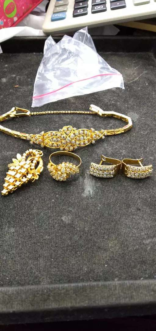 Terima jual emas dan batu permata dan berlian. 0