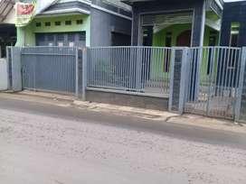 Rmh Ruko pinggir jln diLewati Angkot diRancamnyar bdg Selatan