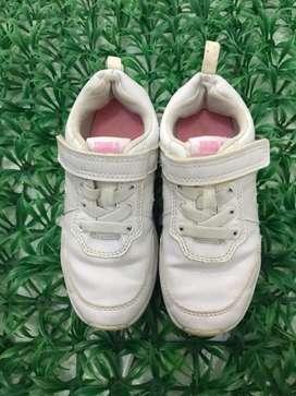 Sepatu sneakers white young & ori size 27