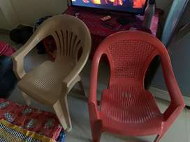 Table with 2 plastic chairs for sale