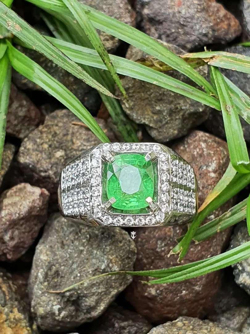 Natural Green Tsavorite Garnet Tanzania 2.33 Ct No Treatment Certified 0