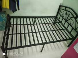 Metallic bed 4' x 6' for sale