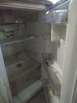 Whirlpool double door fridge good and running condition