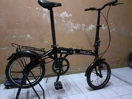 "Sepeda lipat Laux Milan hitam ring 16"" orinan"