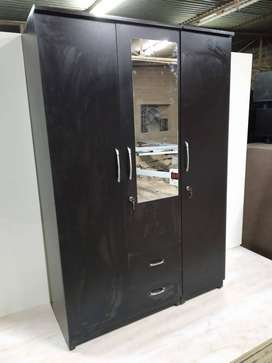 Brand new 3 door wardrobe of size 6*4 at factory price from manufactur