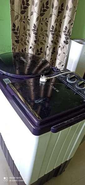 Whirlpool 9kg washing machine.
