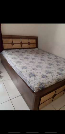 DoubleBed with bedsheet 6×5.