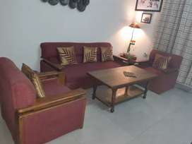 5 seater sofa set with centre table