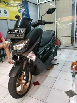 Motor Yamaha NMAX 155 hitam
