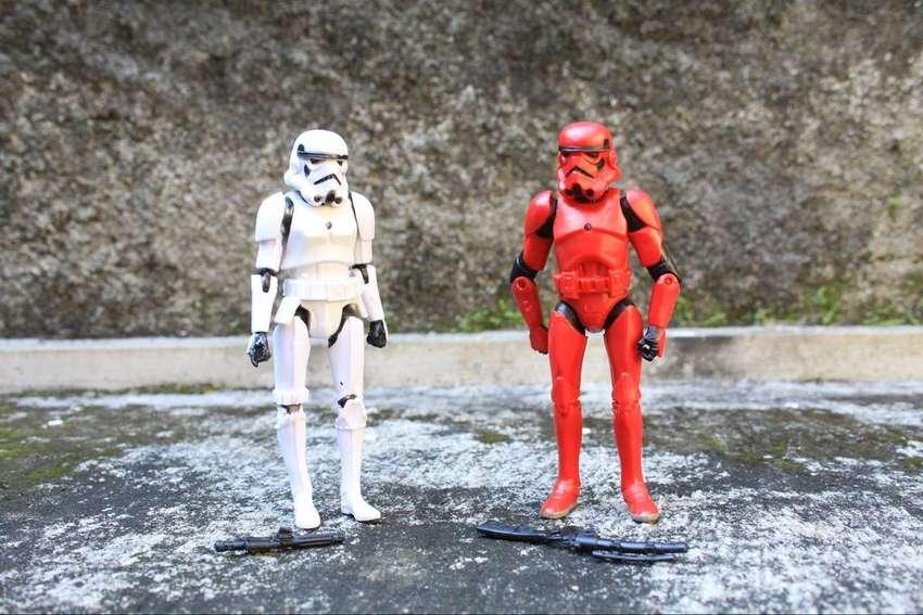mainan action figure stroom trooper star wars set merah putih 0