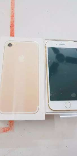 We are selling iPhone 7 32gb and 128gb with bill box six months seller