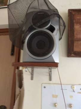 Sony music system with speakers