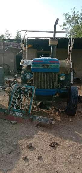 tractor ki condition achi he koi kam nhi he
