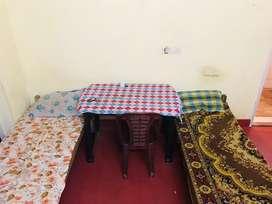 Low budjet hostel rooms in p.m.g