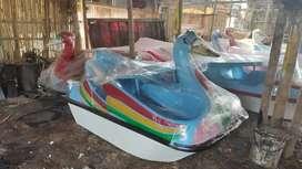 Sepeda air fiberglass atau wisata permainan air atau bebek goes