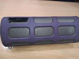 Philips shoqbox Bluetooth speaker 4 . 5 hour battery timing good sound