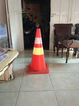 Traffic cone bekas