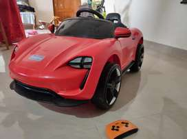 Toy car battery operated