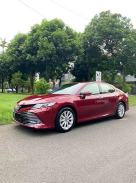 Toyota camry V 2.5 merah 2019 km.20 rb