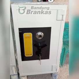 BRANKAS BRANGKAS QUEEN SAFE TAHAN API