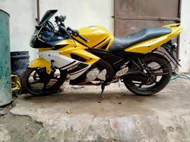 Yamaha R15 excellent running condition good tires new battery